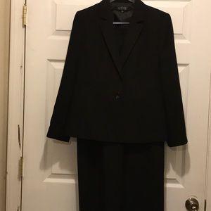 Women's Kasper 2 piece suit in black pinstripes